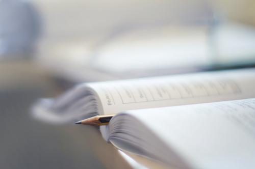 auf arbeit | buchführung Schule Büro Buch lernen Studium Güterverkehr & Logistik Bildung Erwachsenenbildung Schreibstift Wissen Arbeitsplatz Berufsausbildung