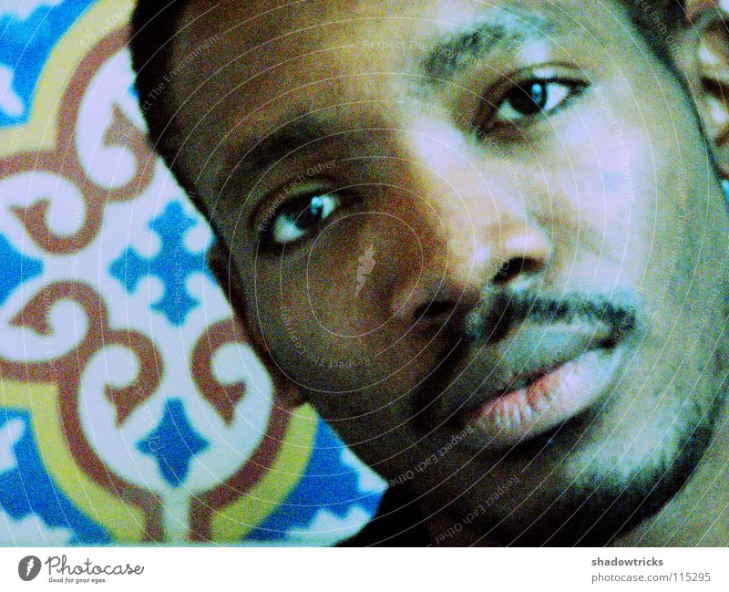 B Mensch Mann blau gelb dunkel Denken braun Student Fliesen u. Kacheln Afrika Freundlichkeit Typ Marokko Tänzer körnig Sambatänzer