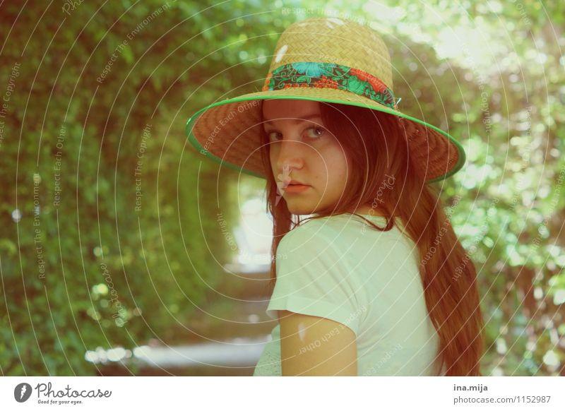 Kommst du etwa mit? Mensch feminin Körper 1 18-30 Jahre Jugendliche Erwachsene 30-45 Jahre Umwelt Natur Frühling Sommer Schönes Wetter Garten Park Mode