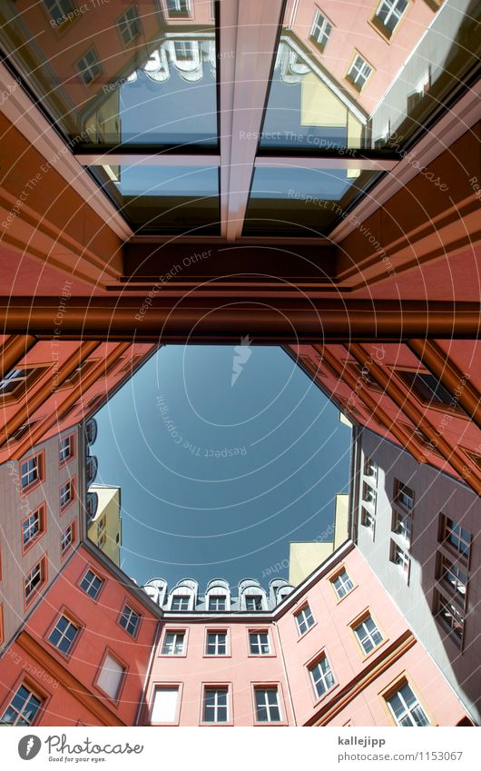 8 Stadt Hauptstadt Haus Hochhaus Mauer Wand Fassade Fenster Spitze Berlin Hinterhof Innenhof Himmel (Jenseits) Geometrie Reflexion & Spiegelung Fensterscheibe