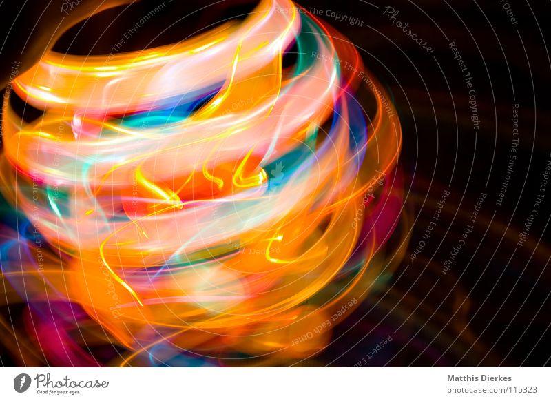 Wirbelwind Licht Lichtspiel Lichterkette Stativ Langzeitbelichtung Strahlung Kurve Bilanz Statistik Verlauf Spuren tief Geschwindigkeit kreisen Konjunktur
