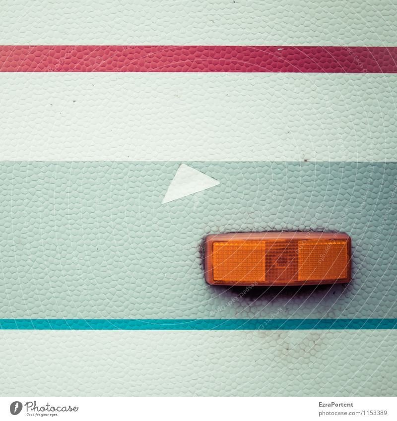 Blinker rechts Fahrzeug Wohnmobil Wohnwagen Kunststoff Zeichen Linie Streifen ästhetisch dreckig hässlich hell retro blau grau orange rot weiß Design Farbe