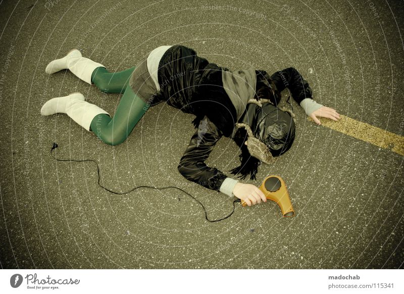- - B R E A K - - Mensch Frau Einsamkeit Tod Straße kalt Wand Holz Traurigkeit Hintergrundbild liegen gefährlich Elektrizität stehen Lifestyle Kabel
