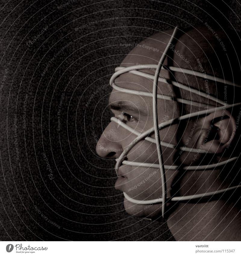 verkabelung Mann Gesicht dunkel Spielen Kopf Kunst Haut Aktion Kabel Ohr Handschellen Kunsthandwerk Folter gefesselt