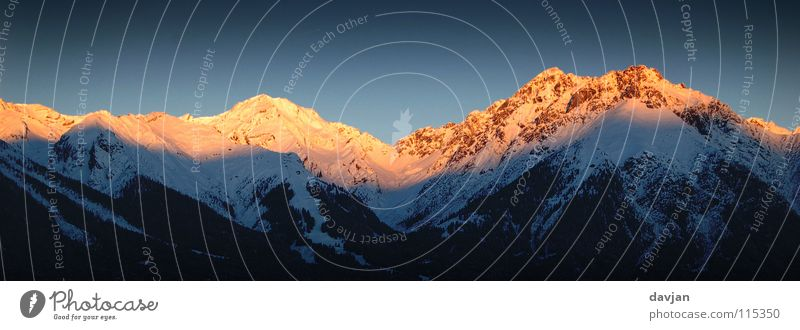 Alpenglühen blau weiß Sonne Winter ruhig kalt Berge u. Gebirge Schnee Wärme Eis orange gold hoch Macht Spitze Gipfel