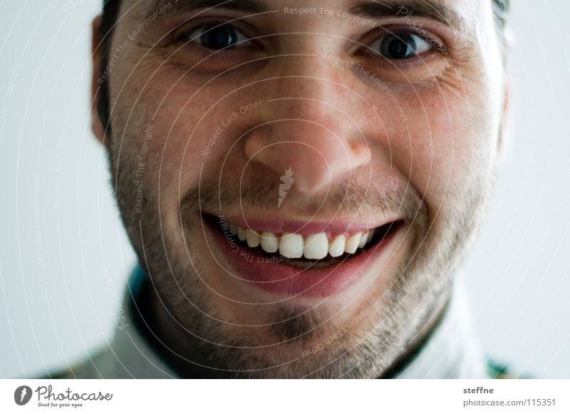 Der liebe Junge III Mann Kerl gehorsam böse erstaunt Überraschung Selbstportrait Porträt Bart Freude Lippen Fröhlichkeit Zufriedenheit schön süß gestört Seele