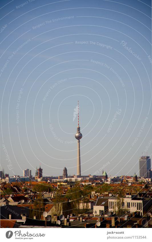 (Tele) Spargel Zeit Wolkenloser Himmel Frühling Schönes Wetter Neukölln Hauptstadt Stadtzentrum Sehenswürdigkeit Wahrzeichen Berliner Fernsehturm Alexanderplatz