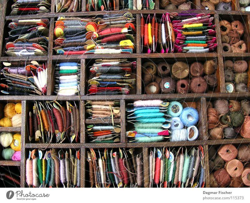 Handwerkszeug des tapferen Schneiderleins harmonisch Freizeit & Hobby Handarbeit Stoff Kasten Holz braun Farbe Ordnung Nähgarn Kurzwaren Wolle Knäuel Nähen