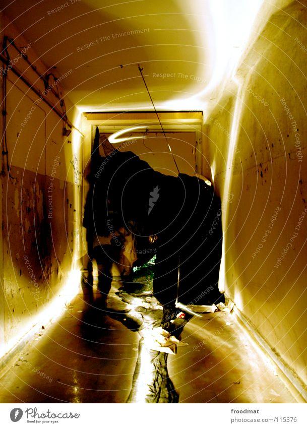 Raumtumor Schichtarbeit Licht erleuchten Taschenlampe Langzeitbelichtung Dauerlicht Skulptur Kunst dunkel unheimlich geisterhaft unerklärlich mystisch Verfall