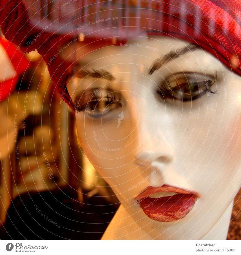 Kundenfang I Schaufensterpuppe leer Schminke Mütze Reflexion & Spiegelung Dekoration & Verzierung Blick abgemagert Hut Spaziergang