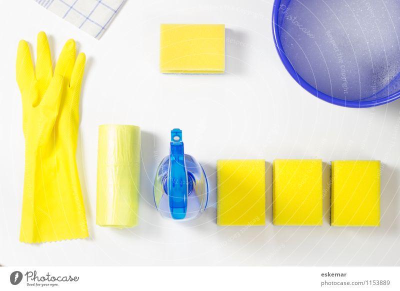 sauber! blau weiß gelb Wohnung Häusliches Leben Textfreiraum Sauberkeit Reinigen Haushalt Handschuhe Handtuch Haushaltsführung Eimer Raumpfleger
