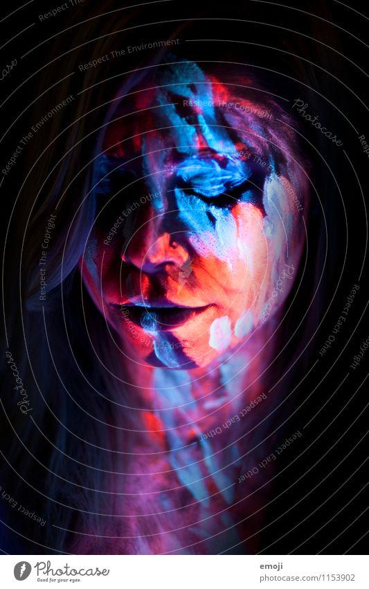 UV IV feminin Junge Frau Jugendliche Gesicht 1 Mensch 18-30 Jahre Erwachsene außergewöhnlich dunkel einzigartig Körpermalerei UV-Strahlung Farbfoto