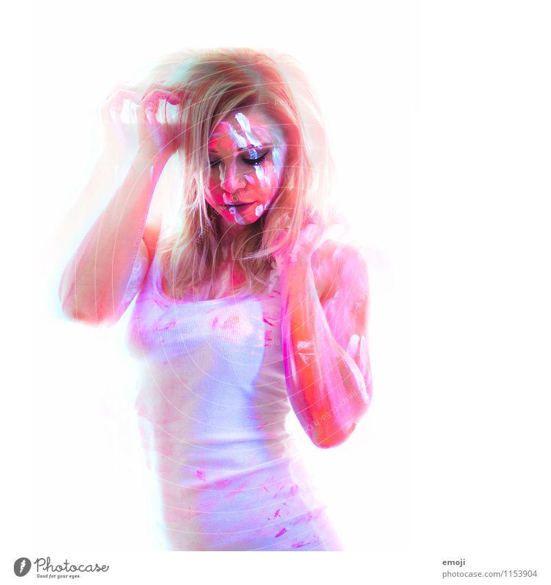 UV II feminin Junge Frau Jugendliche Erwachsene 1 Mensch 18-30 Jahre außergewöhnlich Farbenspiel Körpermalerei UV-Strahlung Farbfoto mehrfarbig Innenaufnahme