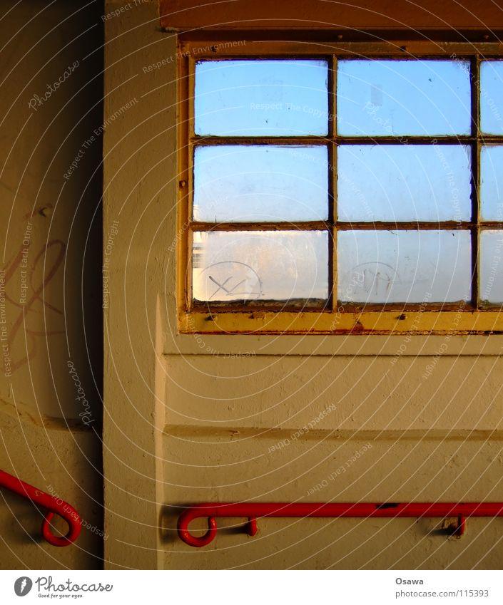 Ostkreuz 06 weiß rot Wand Fenster Glas Treppe Steg Bahnhof Treppengeländer Fleck Treppenhaus Leitersprosse Lichtfleck