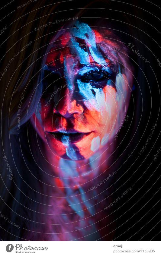 UV I feminin Junge Frau Jugendliche Gesicht 1 Mensch 18-30 Jahre Erwachsene außergewöhnlich UV-Strahlung Körpermalerei Farbenspiel Farbfoto mehrfarbig