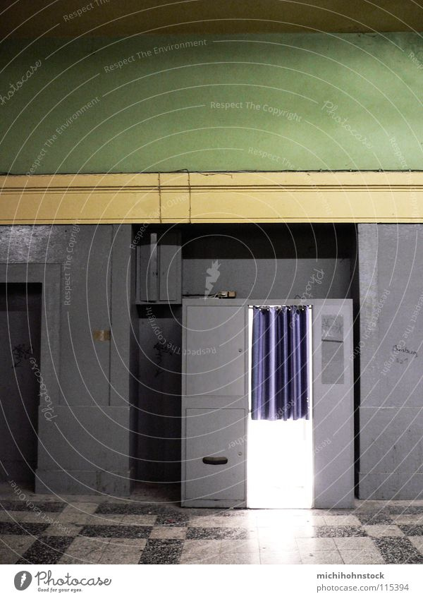 Potzblitz!! alt grün gelb grau Fotografie Eisenbahn Fotokamera Medien Gleise Fliesen u. Kacheln Bahnhof verrotten rustikal Passbild Fotoautomat Kreis Viersen