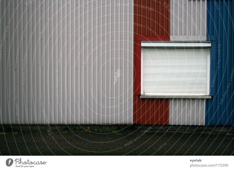 FENSTERLN AUF FRANZÖSISCH Fenster schlafen dunkel geschlossen schließen Wand Gebäude Blech Rollo Sicherheit Frankreich Streifen gestalten mehrfarbig vertikal