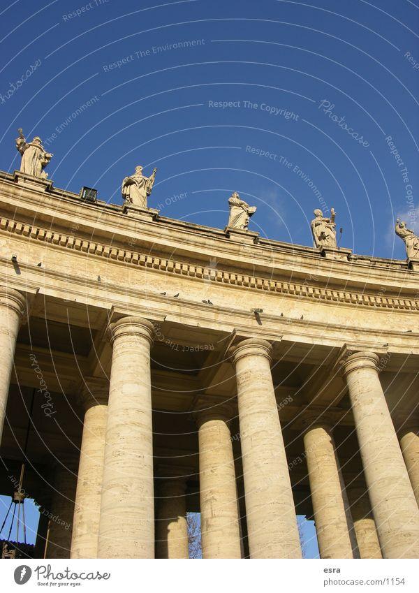 Vatikan historisch Gebäude Rom Italien Statue Froschperspektive antik Religion & Glaube Ferien & Urlaub & Reisen Architektur Säule Himmel blau