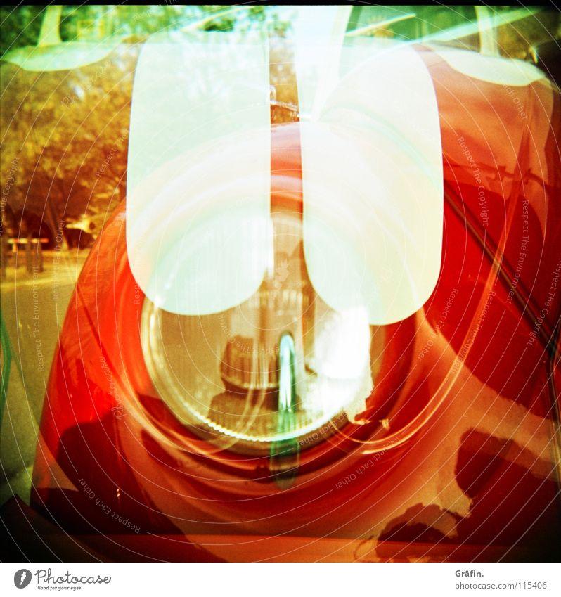 Flotter Käfer alt rot Freude Lampe PKW Verkehr fahren Küssen Streifen Freundlichkeit Verkehrswege Fahrzeug Lomografie Scheinwerfer Doppelbelichtung