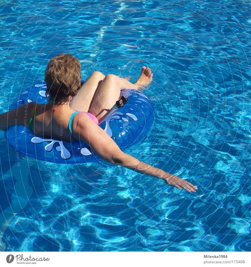 Sorglos blau Sommer Ferien & Urlaub & Reisen Erholung Schwimmbad Italien Schwimmen & Baden heiß Sonnenbad Schwimmhilfe Sommerurlaub Badeanzug August Juli