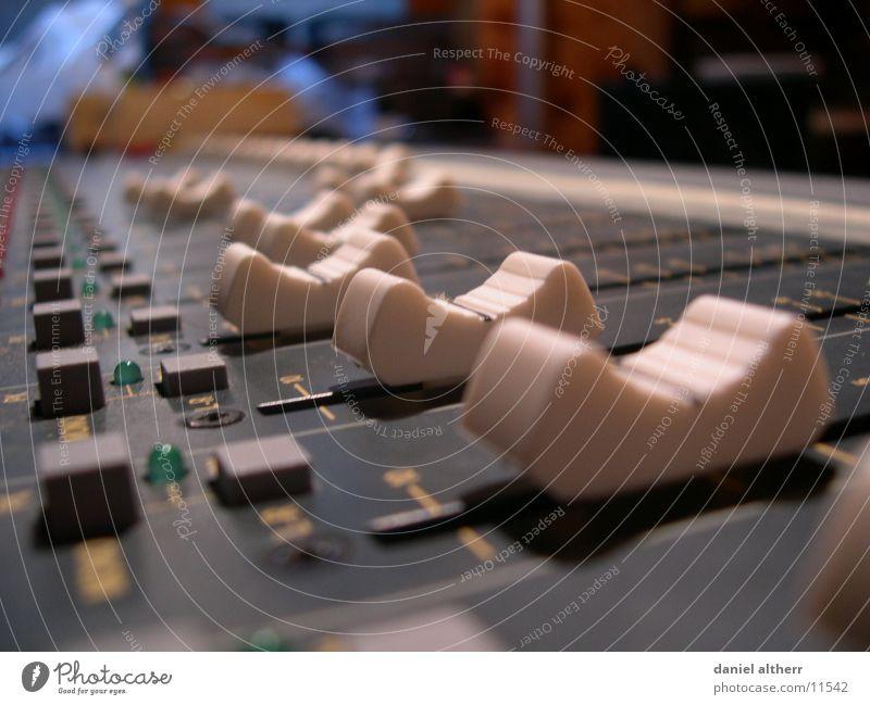 Make it loud! Musik Technik & Technologie Schnur Diskjockey Klang laut Ausgang Musikmischpult Elektrisches Gerät