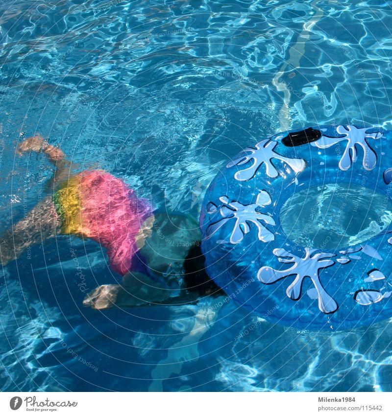 Unterwasserübungen Schwimmbad Ferien & Urlaub & Reisen heiß Schwimmhilfe tauchen Spielen Italien Außenaufnahme mehrfarbig Aktion Freizeit & Hobby Wassersport