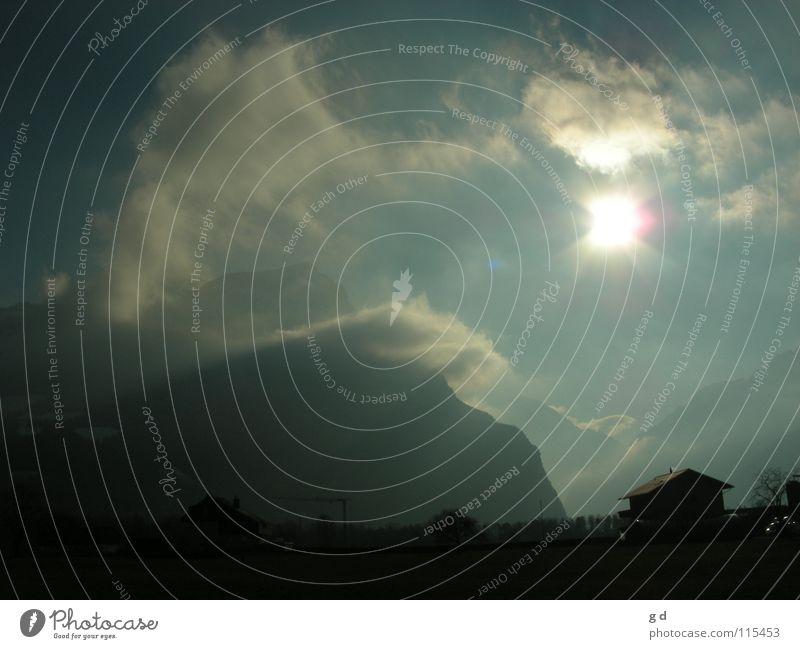 Es war nicht wirklich warm.... Wolken weiß Sonnenstrahlen grün Haus Schweiz Kanton Uri Baukran Baum Winter Berge u. Gebirge Tal blau Alpen Bristen Schnee