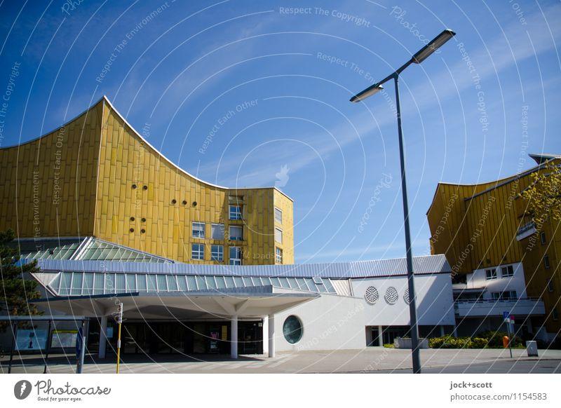 Goldhaus Himmel blau Farbe ruhig Architektur außergewöhnlich Fassade elegant Kraft gold modern Kreativität Idee Schönes Wetter einzigartig Straßenbeleuchtung