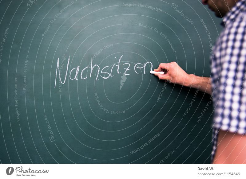 Nachsitzen Mensch Kind Leben Schule maskulin Kindheit lernen Bildung schreiben Schüler Tafel dumm Kreide Kindererziehung Scham Lehrer
