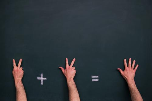 Rechenaufgabe Kindererziehung Bildung Erwachsenenbildung Kindergarten Schule lernen Schulgebäude Klassenraum Tafel Schulkind Schüler Lehrer Prüfung & Examen