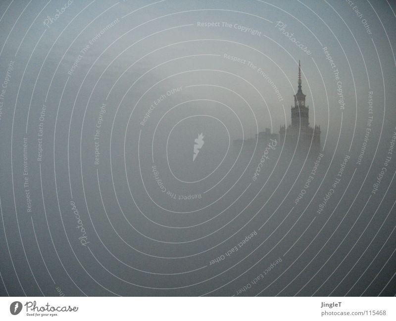 eingeschränkte Sichtweise Herbst Nebel geschlossen historisch Osten Polen Sozialismus Kommunismus Warszaw Kulturpalast