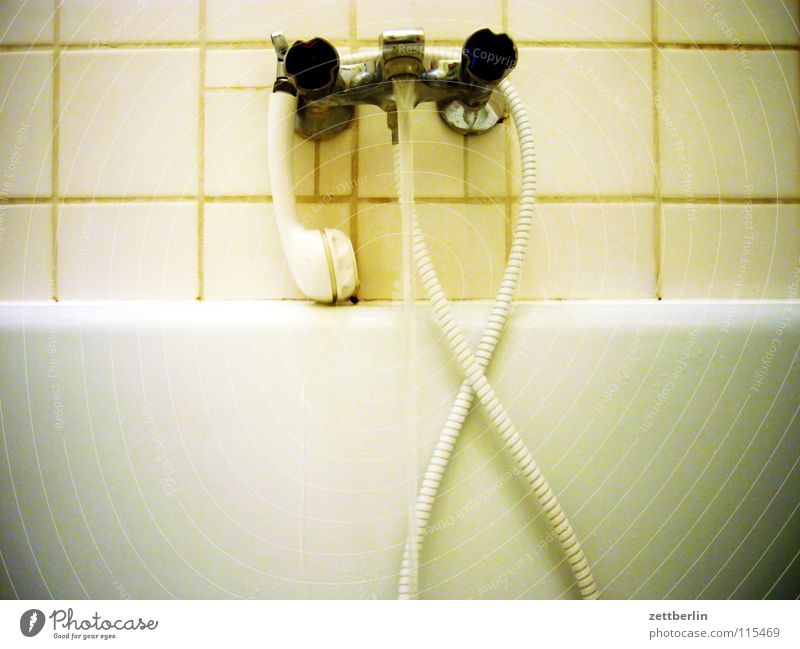 Wanne Wasser Sauberkeit Bad Badewanne Fliesen u. Kacheln Dusche (Installation) fließen Duschkopf Samstag Warmwasser