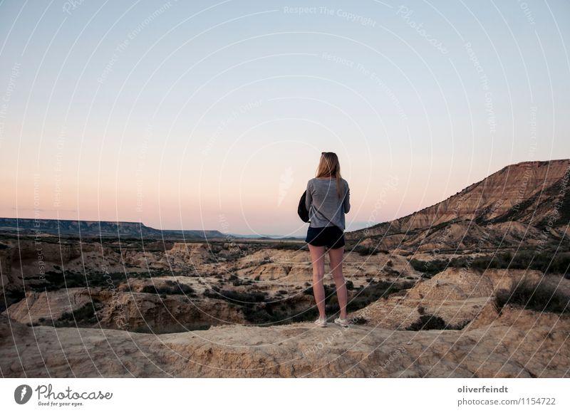 Spanien VIII Mensch Himmel Natur Ferien & Urlaub & Reisen Jugendliche schön Sommer Junge Frau Landschaft 18-30 Jahre Ferne Umwelt Erwachsene feminin Freiheit Felsen