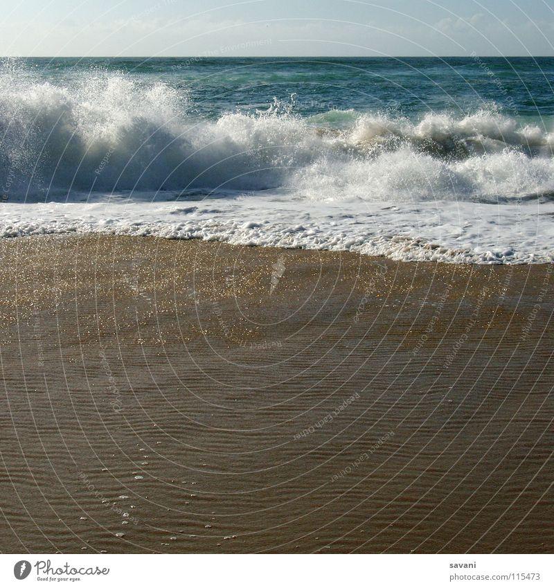 am Strand Natur Wasser Meer blau Sommer Ferien & Urlaub & Reisen Ferne Erholung Bewegung Freiheit Wärme Sand Wellen Küste nass