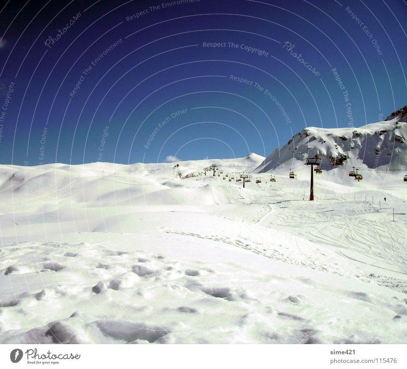 Wintertraum Sesselbahn weiß kalt Schweiz Außenaufnahme Schnee Berge u. Gebirge Himmel blau Freiheit