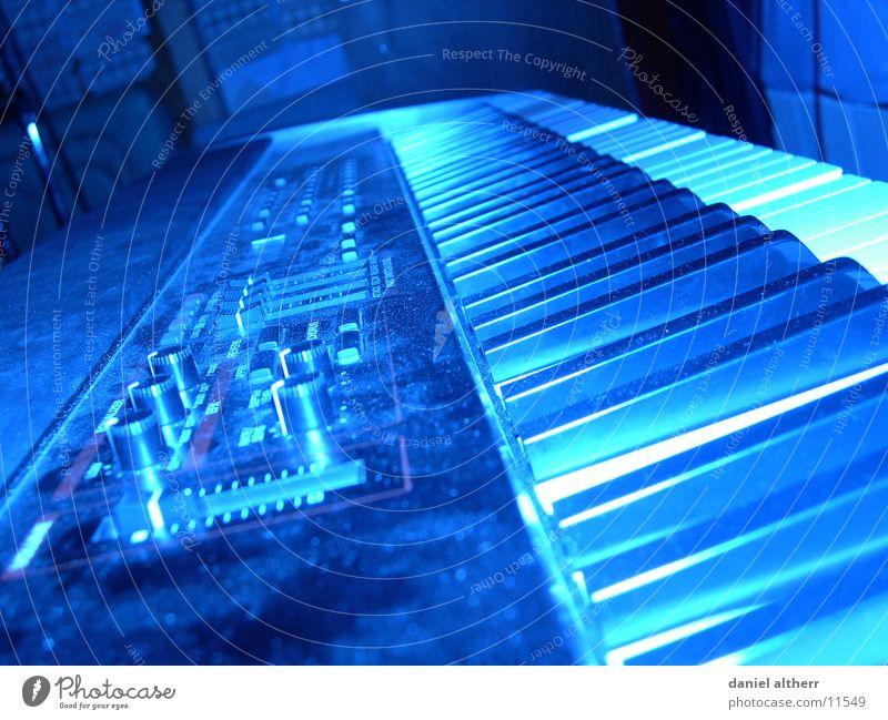 ins falsche Licht gerückt Blues Klang laut ruhig Freizeit & Hobby Schnur blau blue Ton Musik
