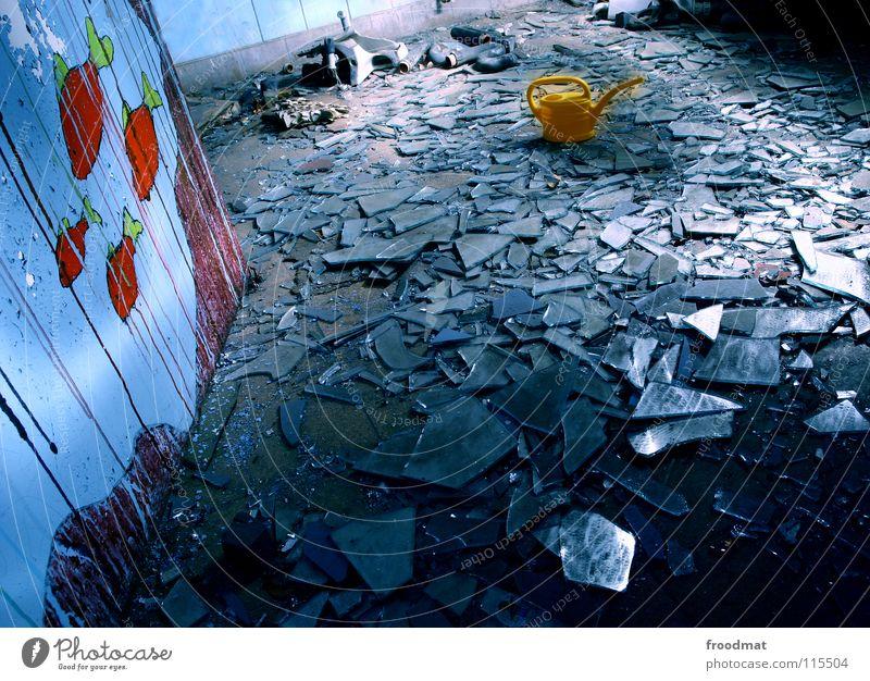 400 - so long, and thanks for all the fish blau Einsamkeit Farbe dunkel kalt Glück Deutschland Glas dreckig gefährlich Bodenbelag kaputt Coolness Dinge Müll Spiegel