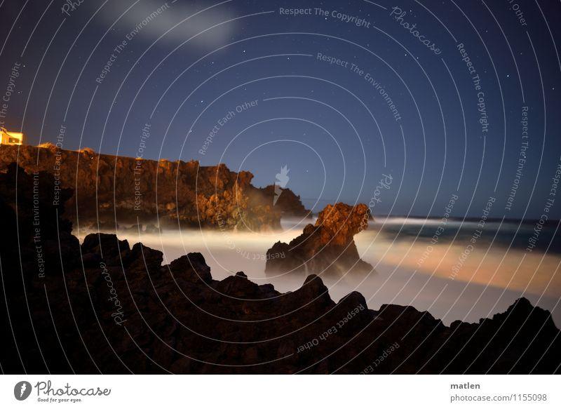 nachts Natur Landschaft Wasser Nachthimmel Stern Horizont Frühling Wetter Schönes Wetter Felsen Wellen Küste Fjord Riff Meer Insel blau braun weiß Haus Brandung