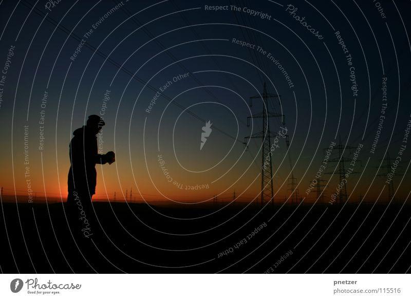 Sunset Silhouette Mann Himmel Sonne blau Freude ruhig schwarz Einsamkeit dunkel Landschaft orange Energiewirtschaft Elektrizität Strommast Verlauf