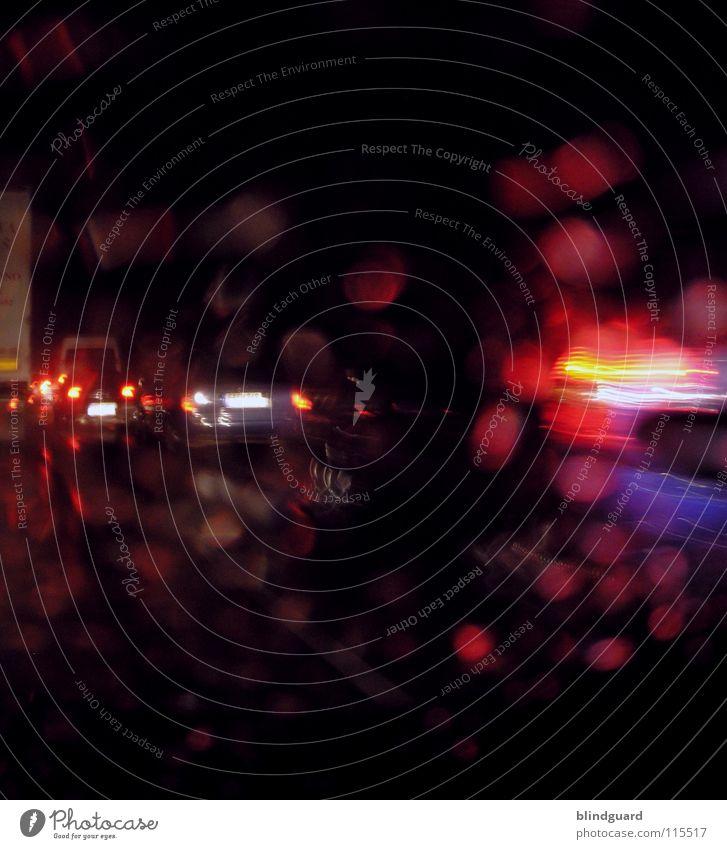 Stop ... and ... Go Licht Verkehr Verkehrsstau Autobahn Unwetter Lampe Lichtbrechung dunkel Nacht fahren stehen KFZ PKW rot gelb Rücklicht weiß grau diffus