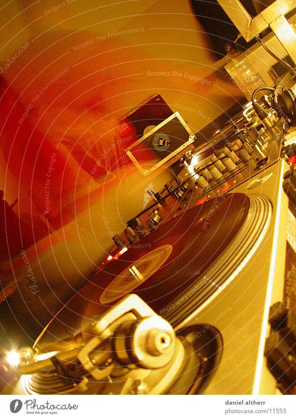DJs @ work Diskjockey Ausgang Disco Schallplatte Club Nacht Nachtleben Arbeit & Erwerbstätigkeit Langzeitbelichtung Musik Klang