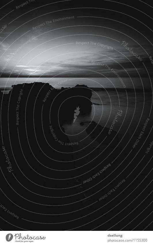 Felsformation in schwarz weiß mit Sonnenuntergang Spanien denia Felsenküste Stein Himmel Umwelt Tourismus Wasser Menschenleer Sommer natürlich Bucht Mittelmeer
