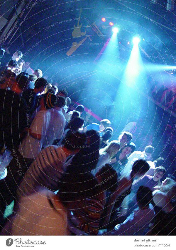 let's dance Club Disco Nacht Ausgang Bühnenbeleuchtung Licht Party Tanzen Freude Abend blau Mensch Partystimmung Partygast