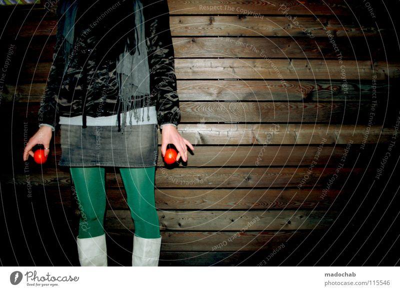 two THE ACTRESS Frau Regenschirm feminin Mütze kalt gefühlsarm unpersönlich Gürtel Bekleidung Körperhaltung Wand stehen Stiefel Minirock Einsamkeit Lifestyle