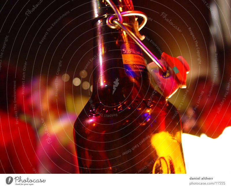 boxer beer Bier Getränk trinken Alkoholisiert Flasche alcopops Verschlussdeckel Reflexion & Spiegelung Schwache Tiefenschärfe 1 Bierflasche Glasflasche