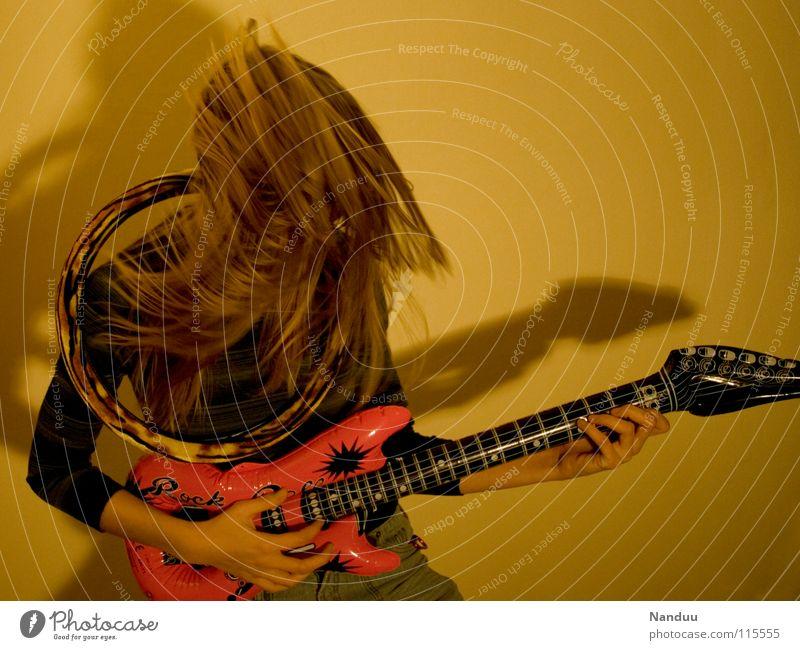 Sex, Drugs & Rock'n'Roll Elektrogitarre Kopfschütteln Rocker trashig möchtegern Musik Proletarier Freude Konzert Entertainment Rockmusik Gitarre Luftgitarre