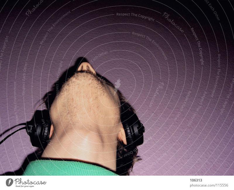 STRANGE DAYS Mann Einsamkeit schwarz ruhig Gesicht Erholung Wand Stil Traurigkeit Musik geschlossen warten sitzen Haut liegen maskulin