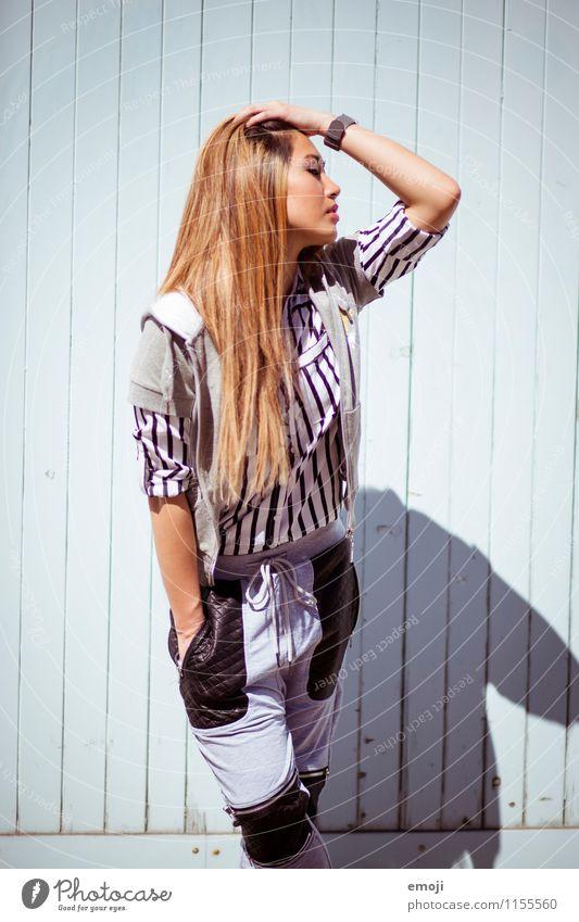 Sommer feminin Junge Frau Jugendliche 1 Mensch 18-30 Jahre Erwachsene Mode trendy schön Asiate Farbfoto Außenaufnahme Tag Oberkörper Profil