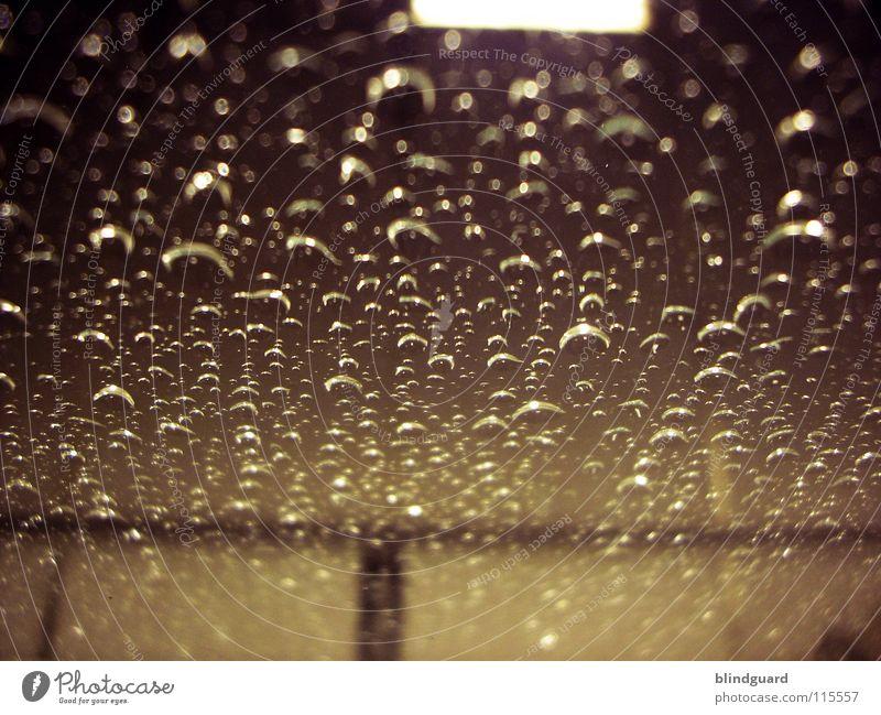 Tristesse Deluxe Wasser schwarz Lampe dunkel Regen hell glänzend rosa Glas Umwelt Wassertropfen nass Klima Statue Kunststoff Gewitter