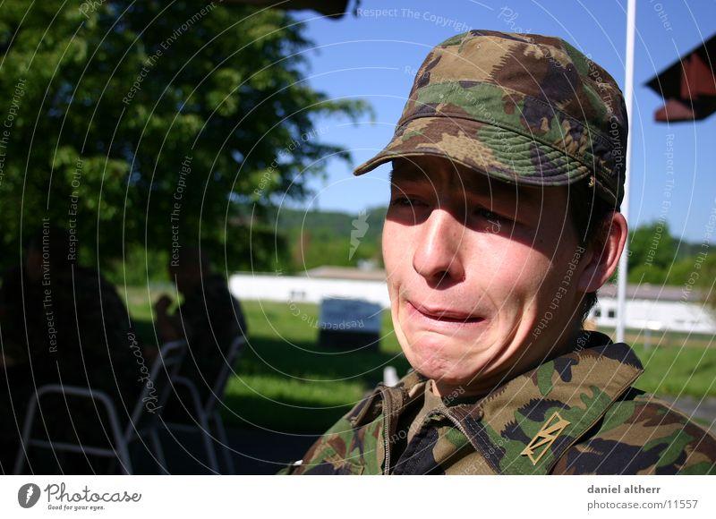,Das Militär ist hart! Trauer Krieg Dienst Soldat Mann Traurigkeit war military Leben tarn Bundeswehr weinen Tränen